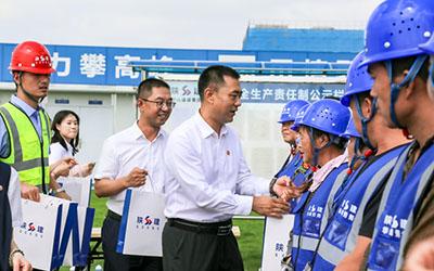 刘小强一行赴装备制造表面处理中心(一期)项目慰问调研